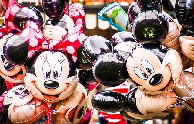 ディズニーバイトの特典は無料パスポート!?