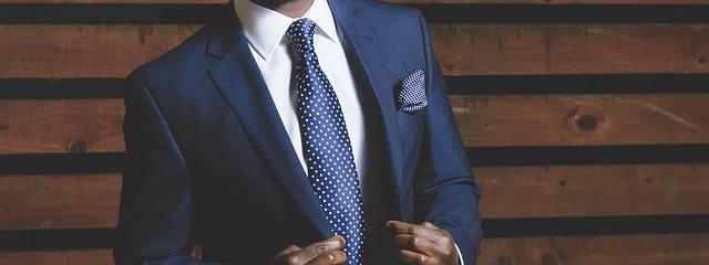 ザ・スーツカンパニーのバイト勤務時の服装・髪色等の基準は?